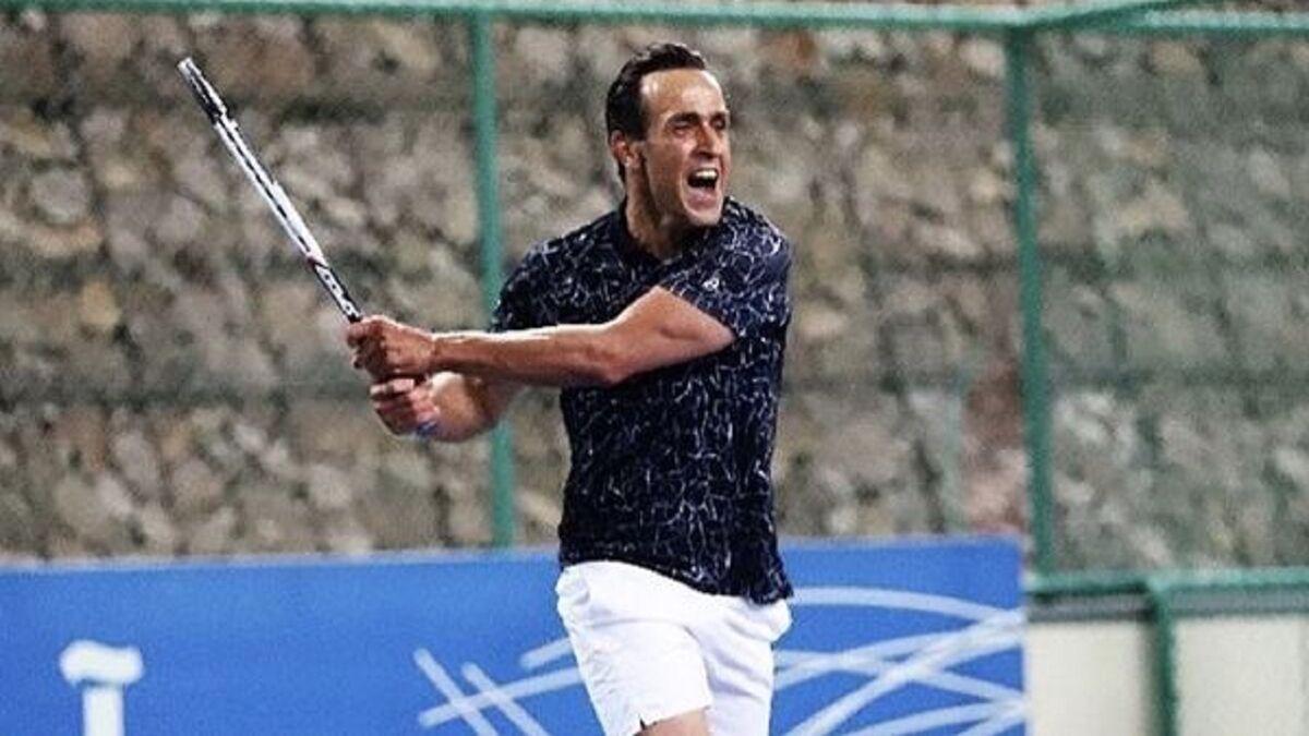 ویدیو| ضربه دیدنی علی کریمی در یک مسابقه تنیس/ اینجا هم چیپ میزند!