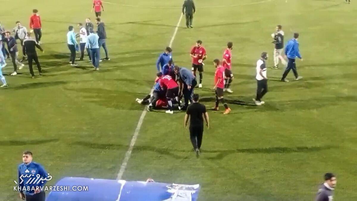 توجیه عجیب درگیری وحشتناک در لیگ دو؛ بازیکنان روزه بودند!/ تصاویر این زد و خورد شدید