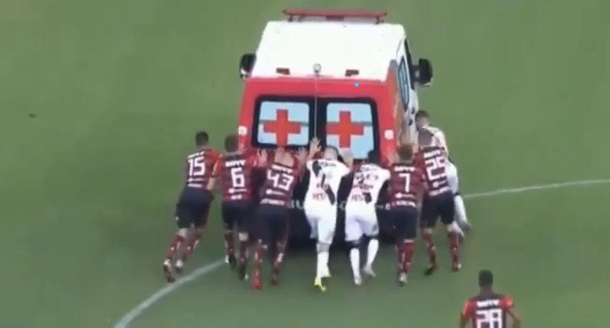 ویدیو| روایت طنز جواد خواجوی از خرابی آمبولانس در مسابقه فوتبال