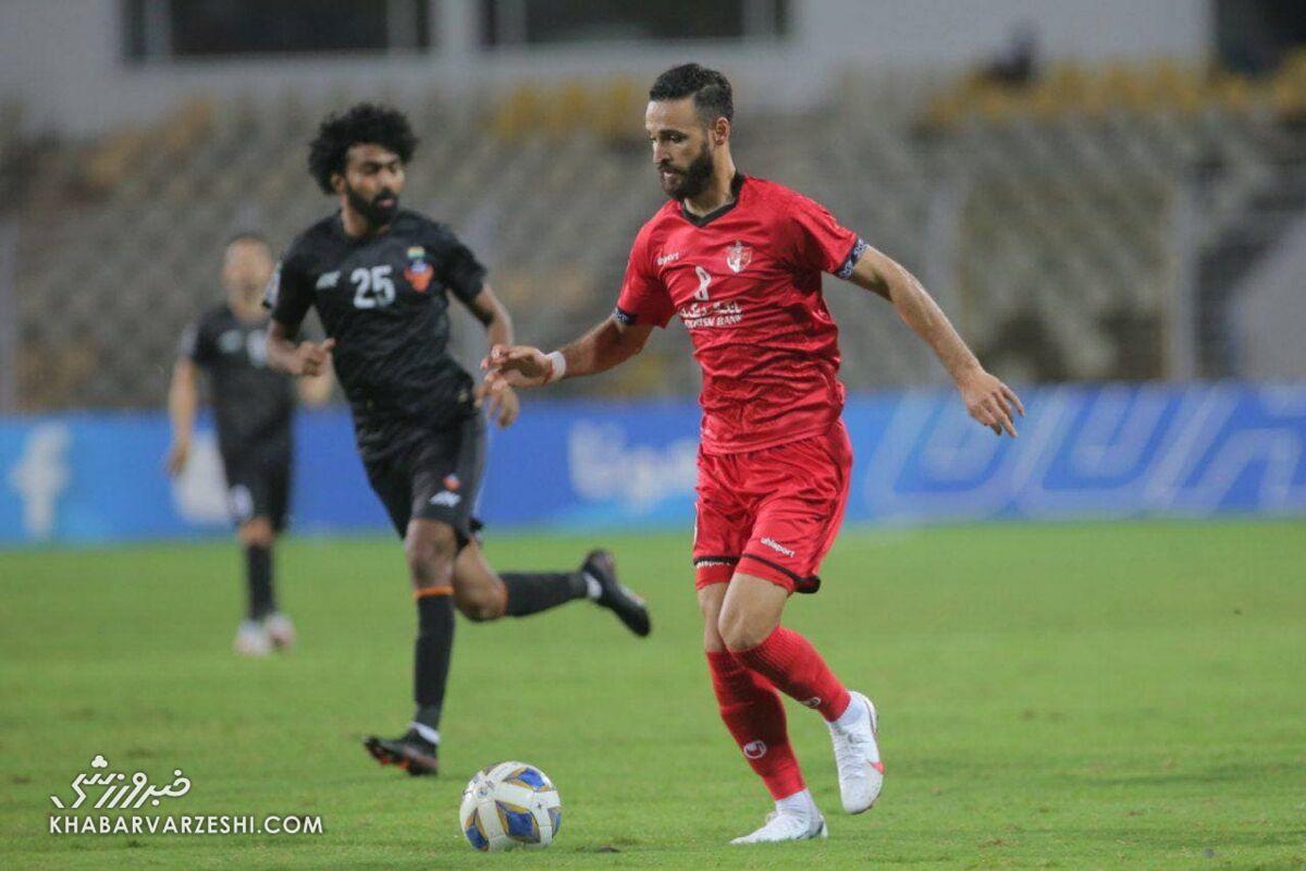 چرا گل محمدی ستاره تیمش را نیمکت نشین کرد؟