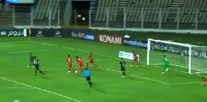 ویدیو  واکنش دیدنی لک در بازی مقابل گوا