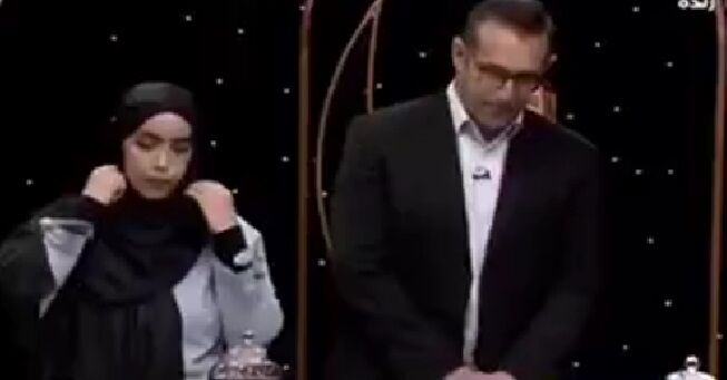 ویدیو| جلو بازو زدن قهرمان پرورش اندام با مجری