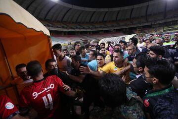 تصاویر جدید و واضح از درگیری شدید بازیکنان پرسپولیس و سپاهان/ چه کسی درگیری را شروع کرد؟