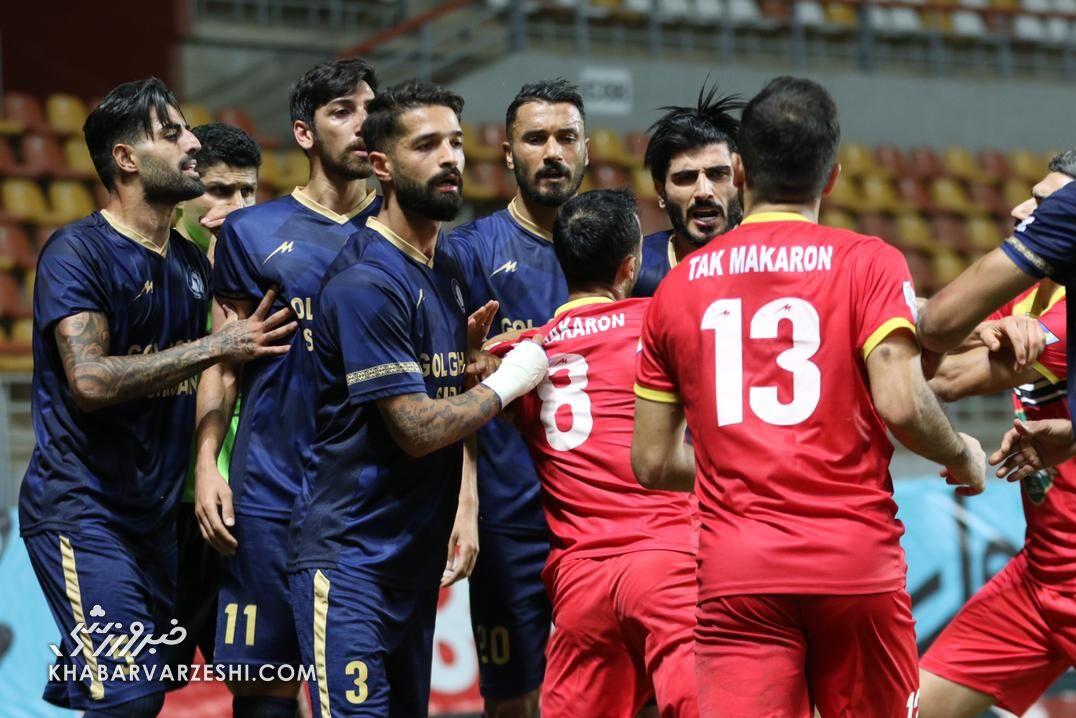 ۹ تصاویر از شب جنجالی فوتبال ایران/ صحنههای تلخ درگیری شاگردان قلعه نویی و نکونام