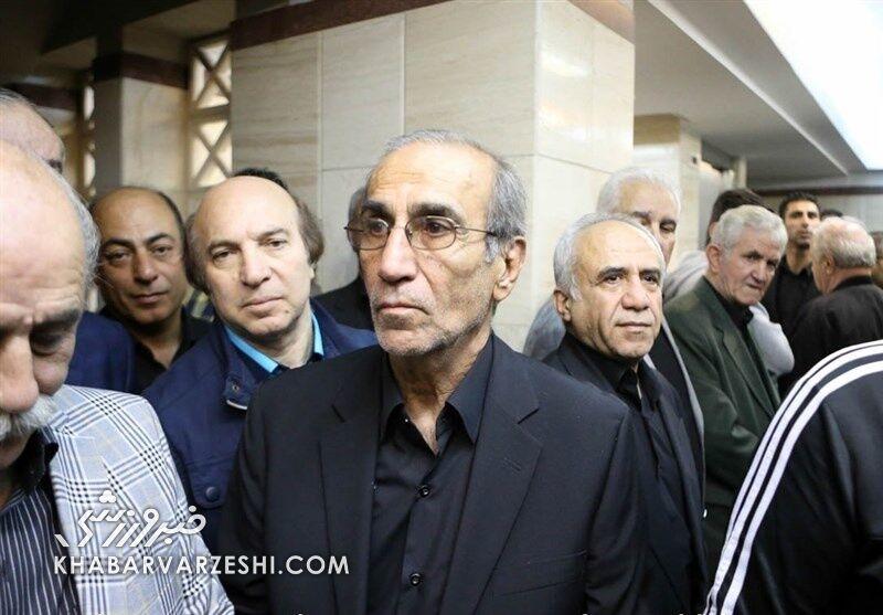 استقلال شبیه بنگاه شده است/ دفاع چپ نداشتیم دنبال دفاع راست میگشتند!/ آقای وزیر این بساط را سریعا جمع کنید