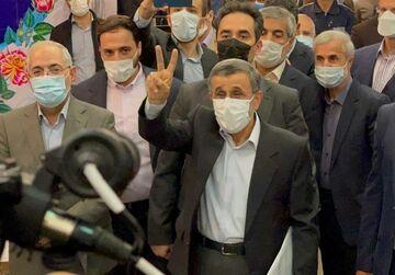 تصاویری خاص از رئیس جمهوری با داستانهای عجیب و غریب در فوتبال/ پاقدم احمدینژاد!