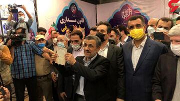 عکس| احمدینژاد برای انتخابات ثبت نام کرد/ سیاستمداری که ریاست فدراسیون فوتبال را هم میخواست!