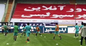 ویدیو| گرم کردن بازیکنان استقلال پیش از شروع دربی ۹۵