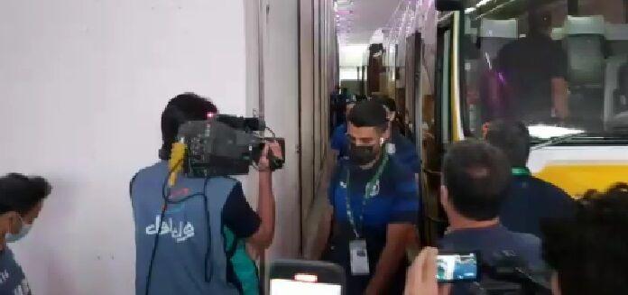 ویدیو  لحظه ورود تیم استقلال به ورزشگاه آزادی