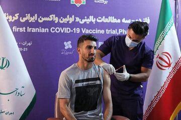 عکس  یک پرسپولیسی داوطلبانه واکسن ایرانی کرونا زد