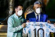 عکس  رونمایی از مجسمه مارادونا با حضور مسی و همتیمیهایش