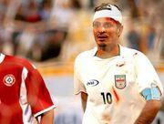 تصویر وحشتناک از حرکت ناجوانمردانه دروازهبان بحرین با علی دایی/ مصدومیت شدید آقای گل جهان