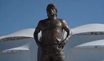ویدیو  رونمایی تندیس مارادونا مقابل ورزشگاه شهر سانتیاگو دل استرو