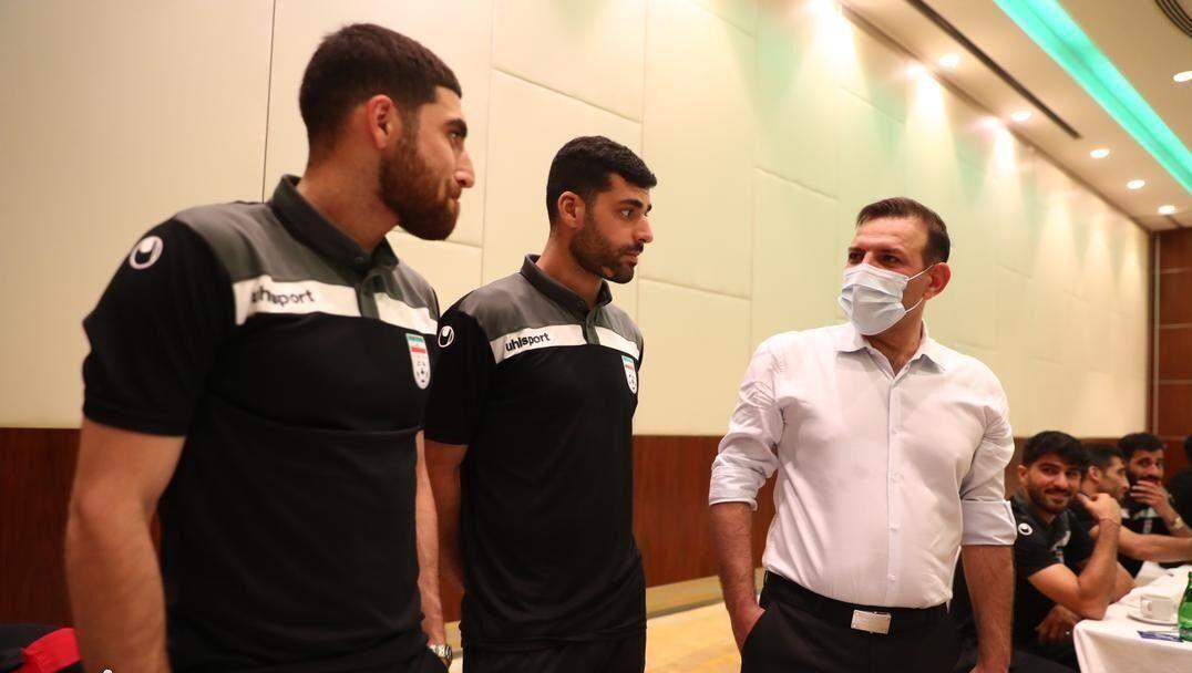 ویدیو  پاداش ملی پوشان پس از برد قاطعانه بحرین از زبان عزیزی خادم