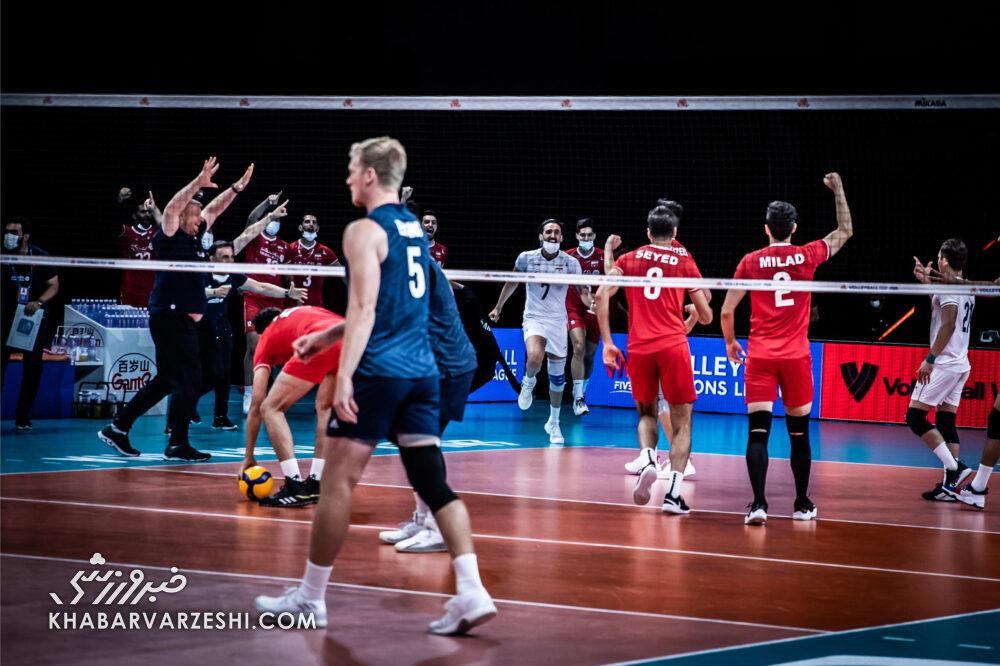 پرمعناترین تصاویر دیدار والیبال ایران و آمریکا/  حرکت زیبای آمریکاییها برای ستارههای والیبال ایران