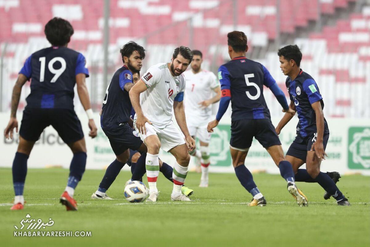 حمله شماره ۱۰ تیم ملی به کفش طلا/ رقابت کریم با ستاره اماراتی