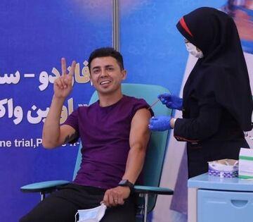 عکس  یک استقلالی واکسن ایرانی دریافت کرد