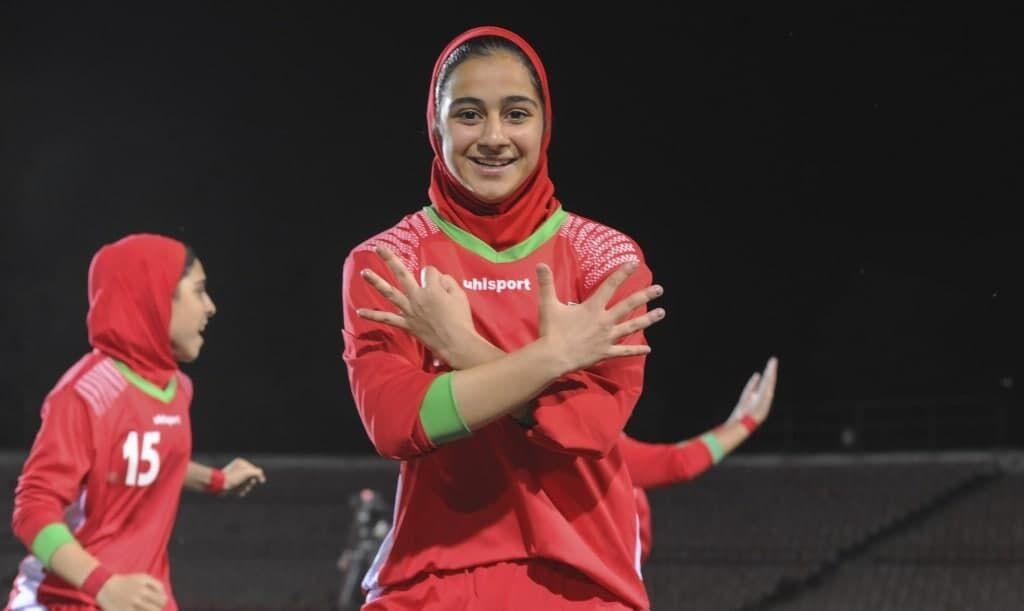 تصاویر شادی متفاوت دختران ایرانی در  دوشنبه/ دختر ملی پوش چه عددی را نشان داد؟