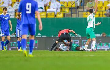 تصاویر  اتفاق مشابه اریکسن در ریاض/ بازیکن عربستان تا پای مرگ رفت