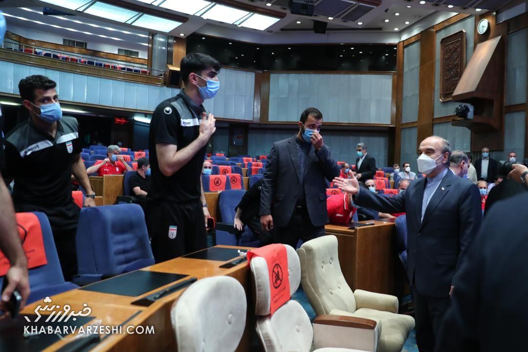 پاداش وزیر ورزش به ملیپوشان فوتبال بحثبرانگیز شد!