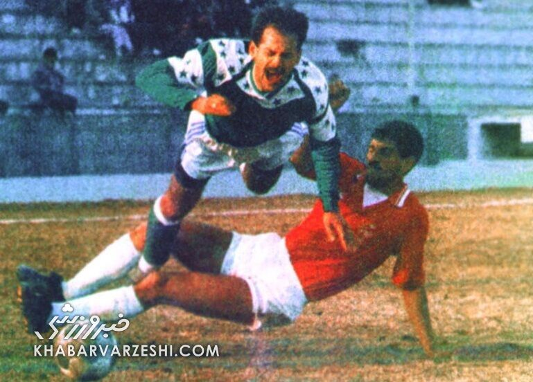 تصویری از یک تکل خشن روی پای بازیکن و مربی سابق استقلال
