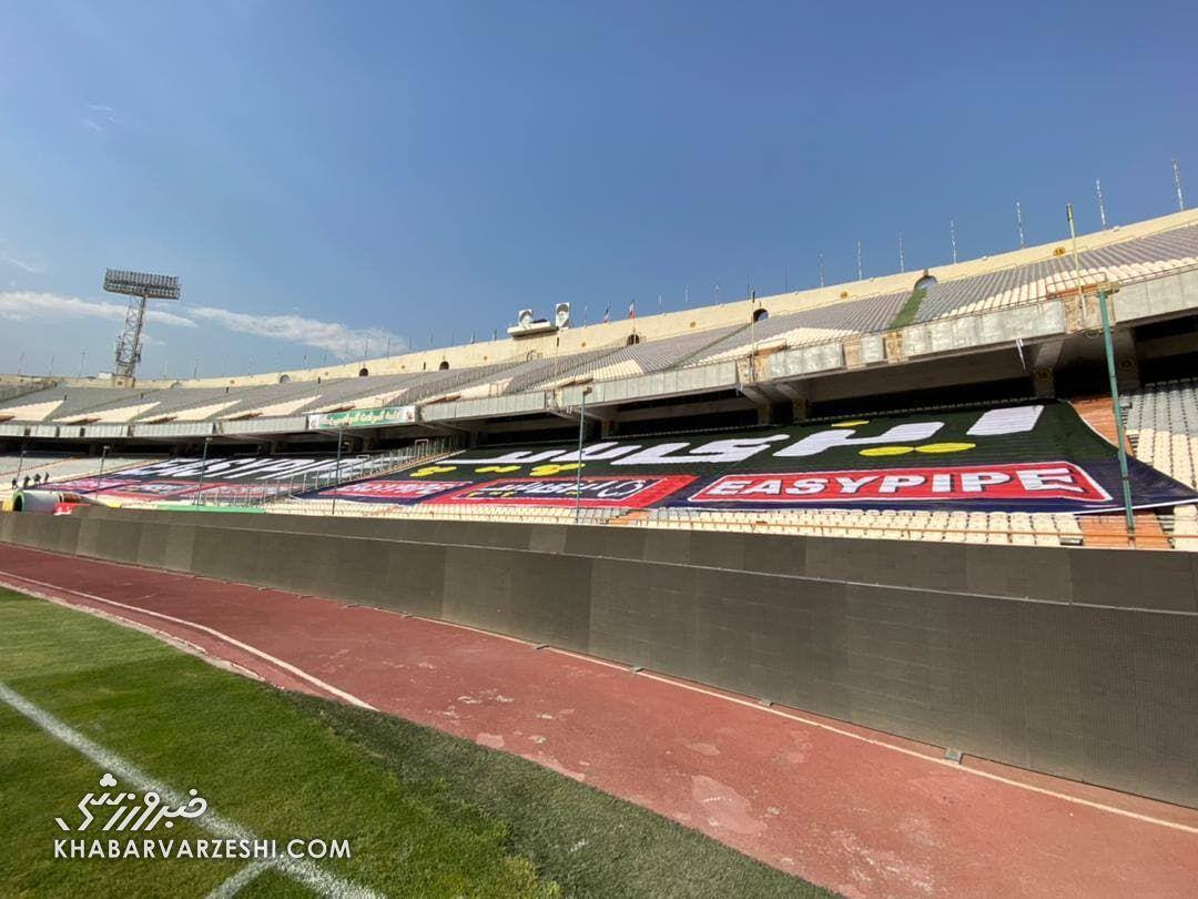 عکس| تهدید استقلال جواب داد/ بنرهای تبلیغاتی ورزشگاه آزادی جمع شد!
