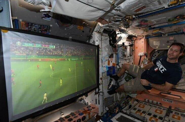 عکس| تماشای فوتبال در ایستگاه بینالمللی فضایی