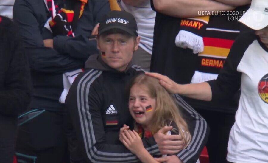 عکس| تلخترین لحظه یورو/ این کودک اشک همه را درآورد