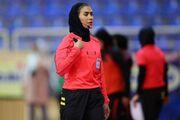 داور زن ایرانی در اولین روز جام جهانی فوتسال سوت میزند