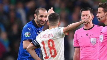 عکس  شوخیهای بامزه کاپیتان ایتالیا با کاپیتان اسپانیا