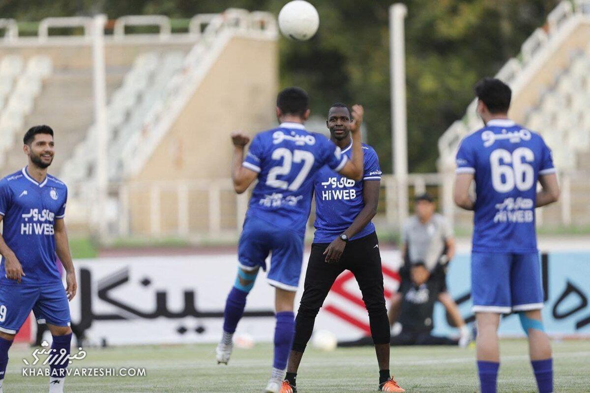 ستاره گلزن استقلال در آستانه انتقال به لیگ ستارگان قطر