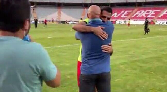 ویدیو  خوش و بش وحید امیری و علیرضا منصوریان پیش از شروع بازی