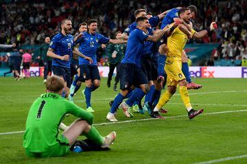 گزارش لحظه به لحظه از فینال یورو ۲۰۲۰: ایتالیا ۱ (۳) - انگلیس ۱ (۲)/ قهرمانی آتزوری پس از ۵۳ سال