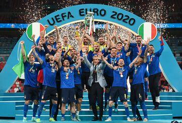 ایتالیا ۱ (۳) - انگلیس ۱ (۲)/ جام به رم رفت؛ قهرمانی آتزوری پس از ۵۳ سال