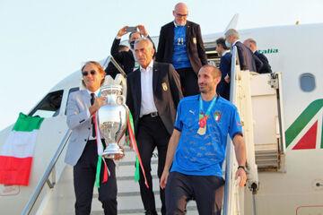 تصاویری از بازگشت قهرمانان ایتالیا به وطن/ جام به خانه جدیدش آمد