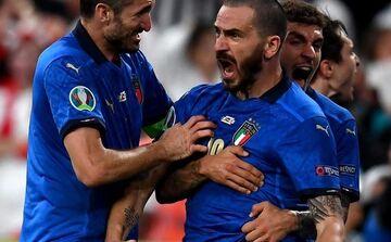 ویدیو  فریاد کنایه آمیز بونوچی به هواداران انگلیس پس از فتح جام / جام به رم میاد