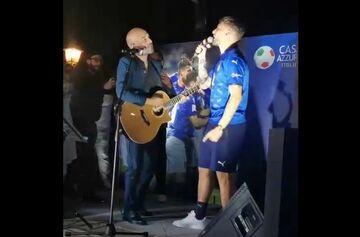 ویدیو  خوانندگی چیرو ایموبیله در جشن قهرمانی تیم ملی ایتالیا