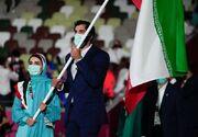رژه کاروان ایران در افتتاحیه المپیک توکیو/ لباسهای جنجالی تغییری نکردند