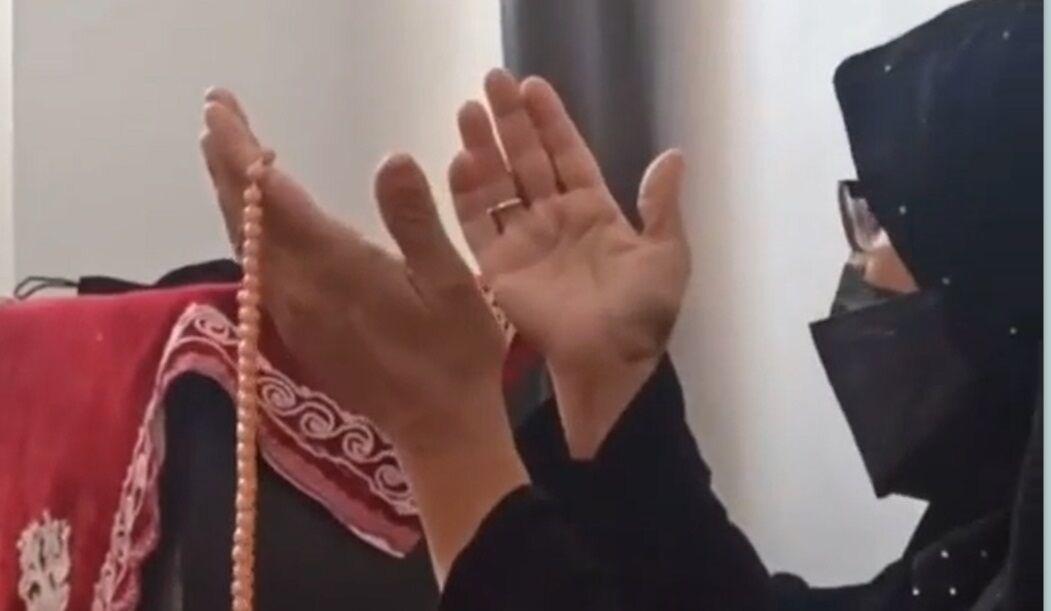 ویدیو  دعای مادر جواد فروغی در زمان پخش خبر قهرمانی فرزندش