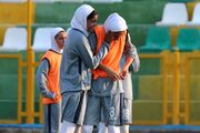 تصاویر  پوشش دختر ایرانی هنگام لالیگایی شدن/ نام پرسپولیس روی پیراهن تیم اسپانیایی