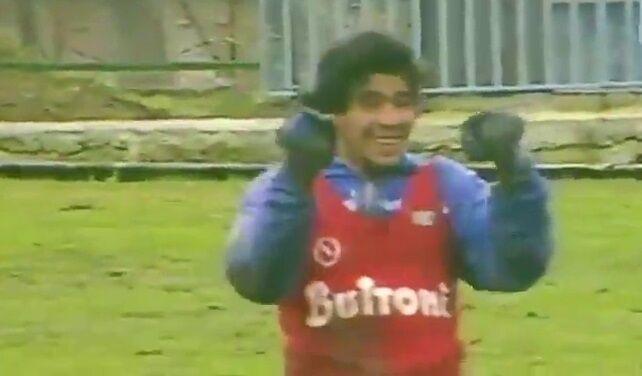 ویدیو  تمرینات سخت دیگو مارادونا در زمین نامساعد