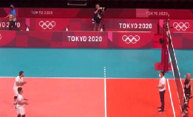ویدیو  وقتی مانلی کسرایی موقع گرم کردن قبل از شروع بازی با ایتالیا، توپ جمع کن می شود