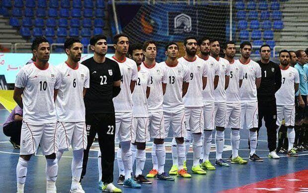 ویدیو| اهدای جام قهرمانی رقابتهای قارهای تایلند به تیم ملی فوتسال ایران