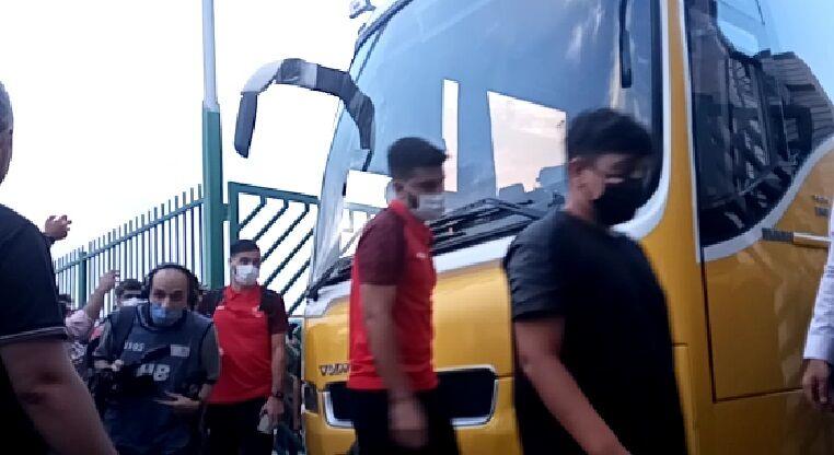 ویدیو| ورود بازیکنان پرسپولیس به ورزشگاه شهر قدس