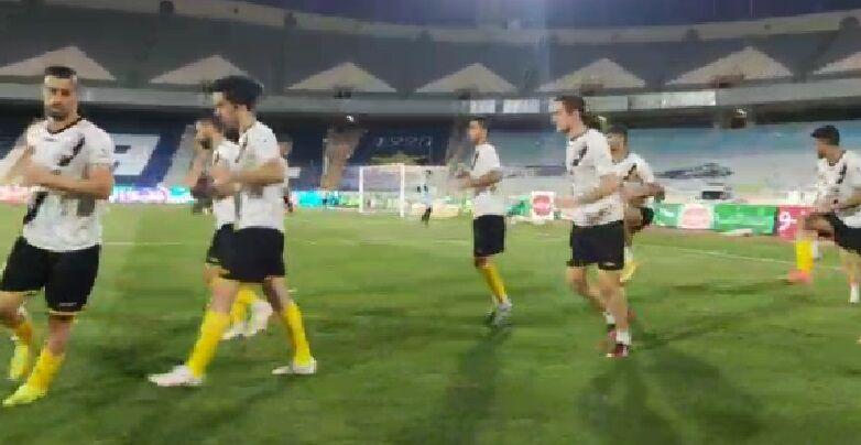 ویدیو  گرم کردن بازیکنان سپاهان لحظاتی قبل از آغاز بازی با استقلال