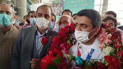 عکس  بازگشت طلایی کاروان المپیک ایران با استقبال مردم/ ورود فروغی به وطن با لباس پرستاری