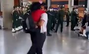 ببینید| استقبال عاشقانه؛ فرزانه فصیحی در آغوش همسرش پس از بازگشت از توکیو