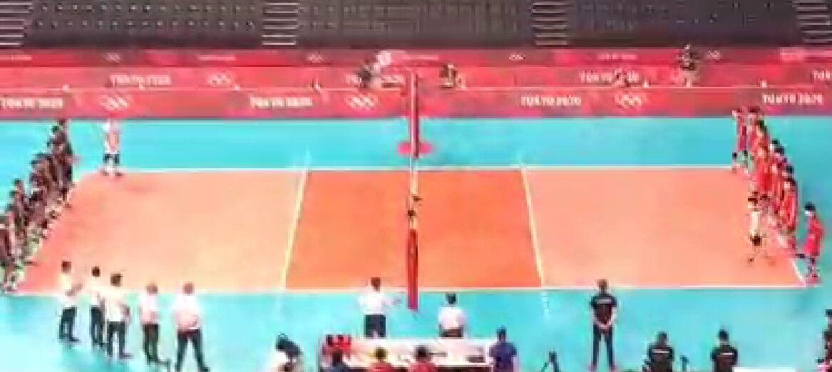 ویدیو  لحظه ورود تیم های ملی والیبال ایران و ژاپن
