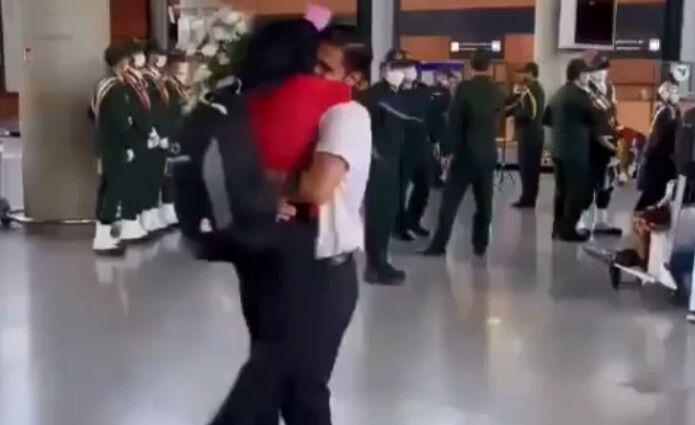ببینید  استقبال عاشقانه؛ فرزانه فصیحی در آغوش همسرش پس از بازگشت از توکیو