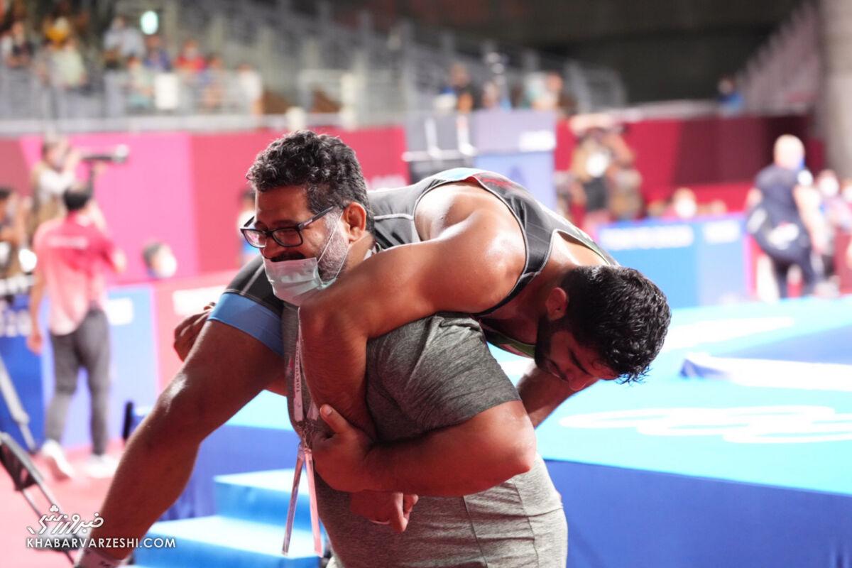 ببینید| تانک ایرانی طلای جهان را گرفت/ اولین طلای تیم بنا به ساروی رسید/ برنز المپیک طلا شد